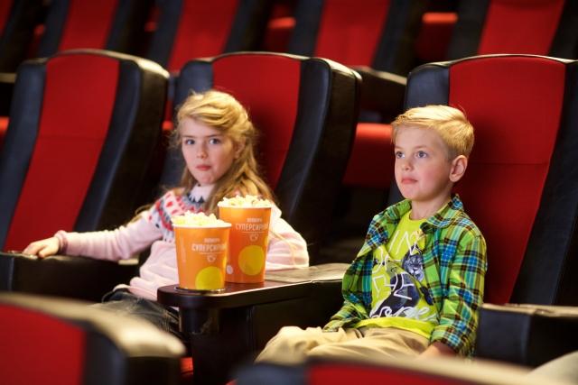 映画館 うるさい人