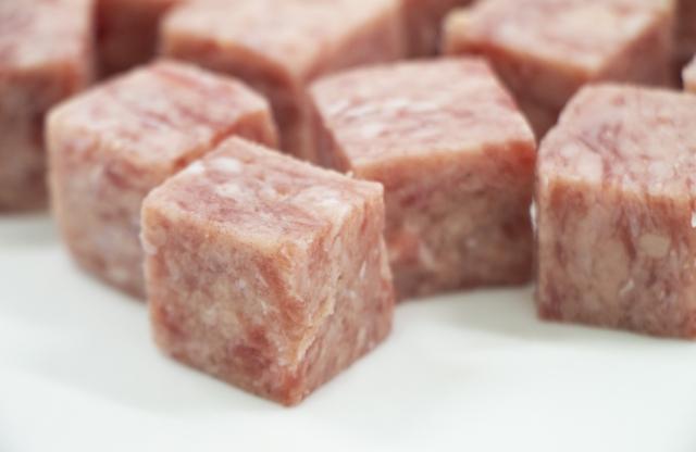 成型肉 サイコロ ステーキ 焼き方 冷凍